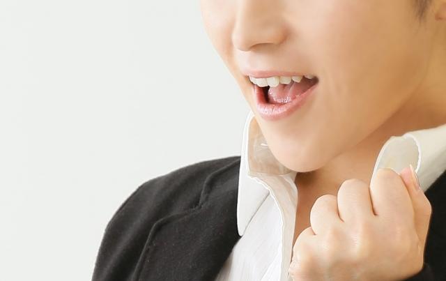 歯の裏側に装着する「舌側矯正治療」の画像